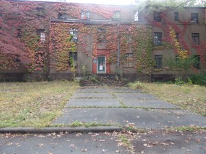 The buildings in the abandoned portions of Rockland's campus are still accessible. A walking path on the campus goes right along them.